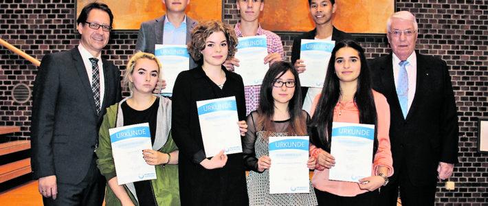 Freundeskreis ehrt Schüler für ihr Engagement
