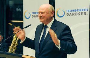 Der Mediziner Professor Michael Manns ist der 13. Träger des Ehrenring Garbsen. Foto: Giesel