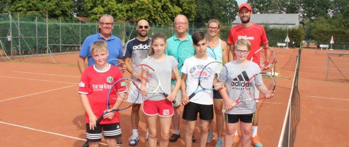 Freundeskreis sponsert Tennis-Projekt für Schüler/innen