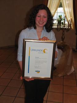 Jutta Wieding mit der Urkunde zum Jugendpreis